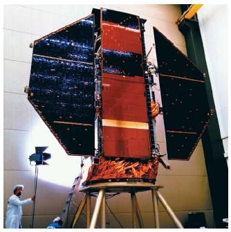 ROSAT Iroentgensatellit satellite prior to its launch on June 1, 1990. This German/United Kingdom/United States (NASA) satellite is capable of detecting both X rays and extreme ultraviolet light. (Reproduced by permission of Photo Researchers, Inc.)